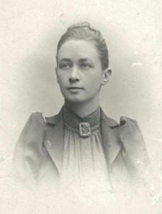 Retrato de Hilma af Klint. Fotógrafo desconocido. Exposición en el MPM