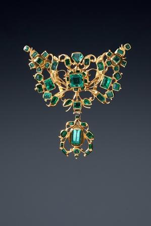 Joya esmeraldas y oro. Galeria Deborah Elvira