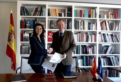 Ángeles Alarcó, Presidenta Consejera Delegada de Paradores de Turismo, y Miguel Ángel Recio, Presidente de Acción Cultural Española (ACE)
