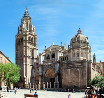toledo_cathedral_from_plaza_del_ayuntamiento