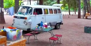 De camping en una Kombi