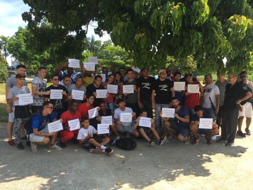Protesta pacífica contra cierre de SNet. Parque de las Comunicaciones, La Habana. 10 de agosto de 2019/ Todos por SNet. Somos una familia