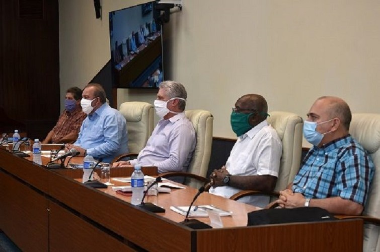 Una de las reuniones diarias que realizan los dirigentes cubanos con motivo del coronavirus / Foto: Estudios Revolución