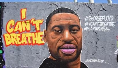 Mural en Berlín con el rostro de George Floyd.