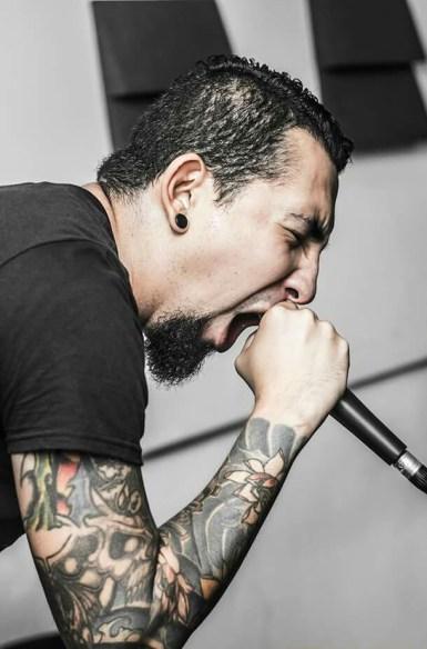 Salvador Díaz fue por mucho tiempo el vocalista de Virginia Clemm. Ahora, a la distancia, habla con Factum acerca de la nueva etapa de la banda.