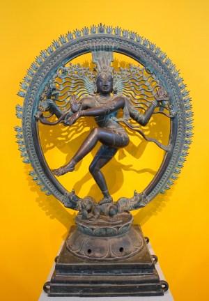 Shiva Nataraja, sul da Índia, c. 1400 dC, bronze - Östasiatiska museet, Estocolmo / Wikimedia Commons