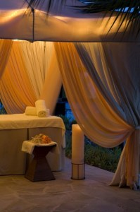 62797088-H1-S03_Massage_tent_by_the_pool