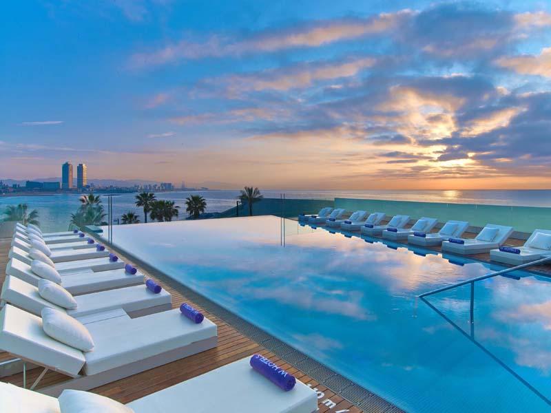 El W Barcelona inaugura su segunda terraza con piscina