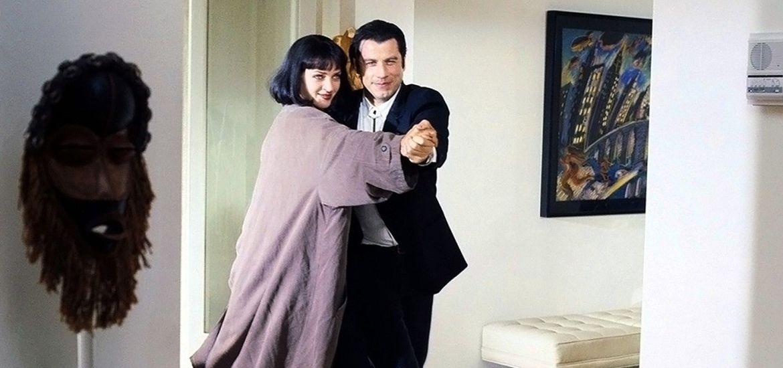día de áfrica Uma Thurman y John Travolta bailando junto a una máscara africana en Pulp Fiction (Quentin Tarantino; 1994)