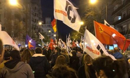 Manifestación de apoyo a la Amnistía por las calles de Bilbo.
