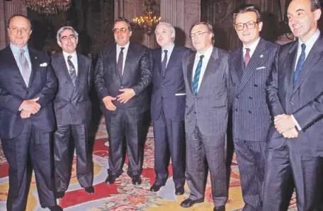Padres de la Constitución del 78: s. De izquierda a derecha, Fraga, Cisneros, Peces-Barba, Pérez-Llorca, Solé Turá, Herrero de Miñón y Roca