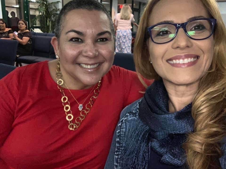 Disfrutando de la apertura del Festival de Cuentos con la escritora Elisa Ramírez autora de Lili de Brave