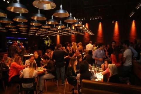 HOJE tem festa da lounge* em Curitiba