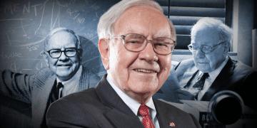 Montaje de Warren Buffett: a la izquierda frente a una pizarra sonriendo, en el centro sonriendo, a la derecha lee un libro