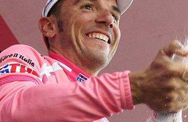 'Purito' y su maglia rosa en el podio