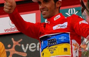 Contador sigue vestido de rojo líder