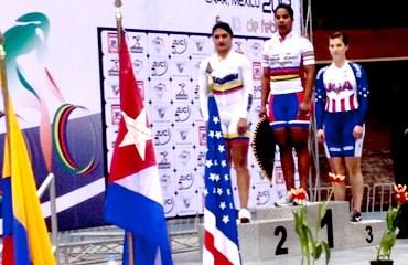 Juliana Gaviria en el podio mexicano