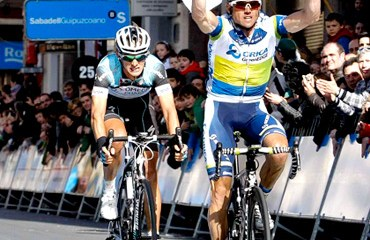 Simón Gerrans, es el primer líder de la Vuelta