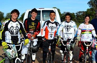 Seleccion Colombia de BMX sale a competir en la Argentina