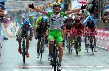 Enrico Battaglin festeja su primer triunfo en una grande