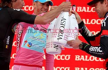 El podio del Giro de Italia 2013 tuvo como segundo a Rigoberto Urán