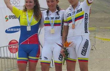 Ángela Parra y Laura Abril en pleno podio peruano