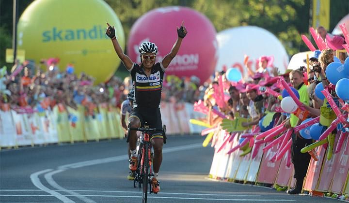 Momento de la celebración de Darwin Atapuma en Bukovina Tatrzanska durante una de las fracciones de la Vuelta a Polonia 2013