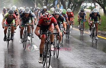 Jaramillo ganó en una jornada pasada por lluvia