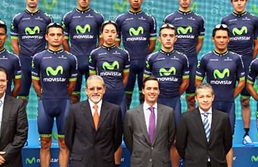 Los trece corredores lucieron los nuevos uniformes y equipamiento para 2014