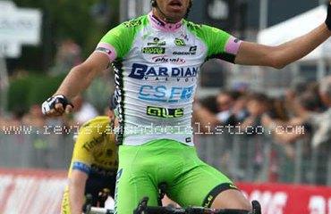 Pirazzi gana una merecida etapa de Giro en medio de lágrimas
