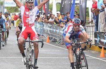 El dominicano Taveras ganó la séptima etapa. Oyola quedó a un día de coronarse campeón