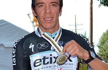 Urán obtuvo este domingo una histórica medalla para el ciclismo colombiano en la CRE mundial