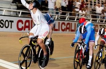 Puerta defendió la casa y se colgó una espectacular medalla de oro en el Keirin de la copa mundo caleña