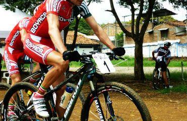 Leonardo Páez sigue sumando victorias en el exterior
