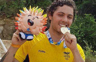 Rafael Gutiérrez celebra la obtención de medalla de oro