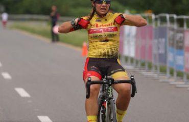 La antioqueña Lina Hernández alcanzó la victoria de la tercera etapa del Tour Femenino (Fotos FCC)