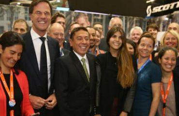 El gobernador Carlos Amaya invitó al mundo a animarse a visitar Corferias. Estuvo acompañado del primer ministro de Holanda, Mark Rutte. (Foto Gobernación Boyacá)