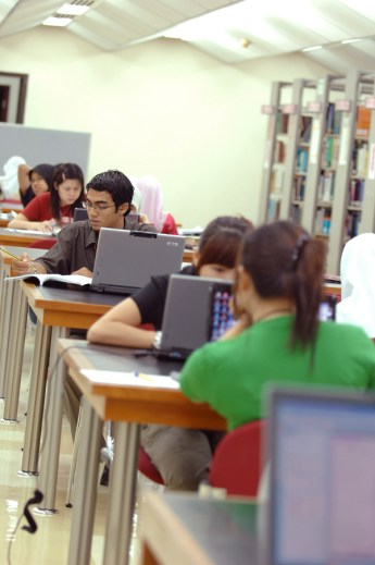 students-385356_1920