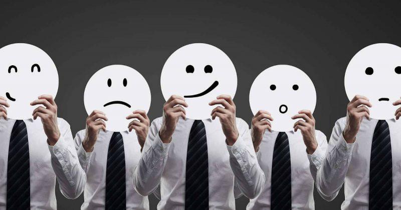 personas-con-caritas-emociones