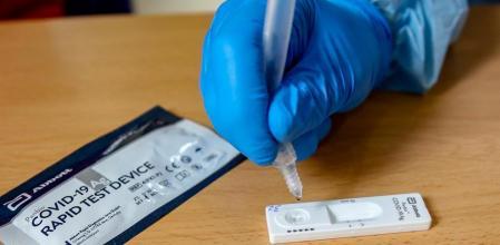 una prueba rápida de saliva bajo costo para covid-19