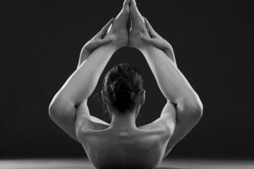los beneficios de la práctica regular de yoga