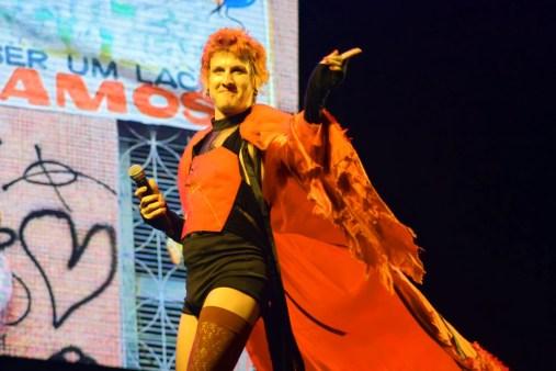 O cantor está ganhando fama no Brasil inteiro com um jeito inusitado de refazer o ritmo nordestino (Foto: Jonatan Oliveira)