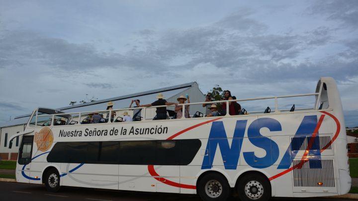 Invitan a conocer Encarnación en bus panorámico