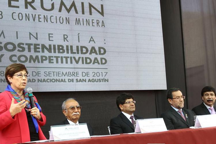 Eva Arias de Sologuren, presidenta del comité organizador de Perumin