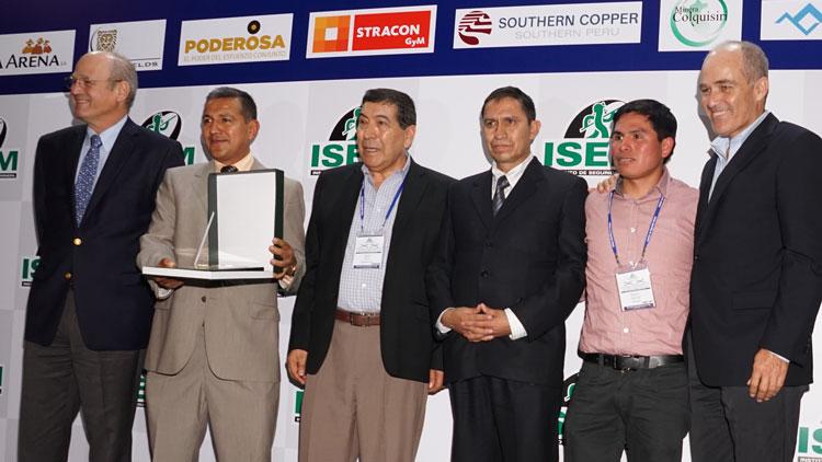 Placa de reconocimiento para Buenaventura Unidad Mallay