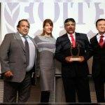 Premian a trabajador por proyecto que reduce el polvo en suspensión