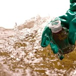 ¿Cómo controlar los desechos líquidos industriales y la contaminación del agua?