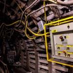 ¿Cómo trabajar en instalaciones eléctricas según la normativa de seguridad minera?