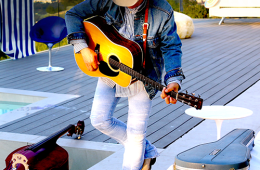 Dwight Yoakham is the Simply Country featured artist