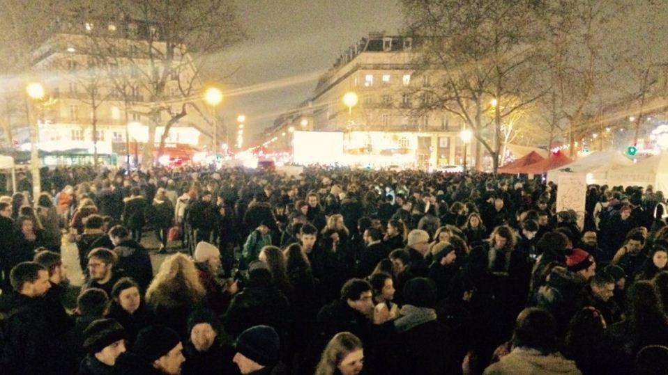 Premire Nuit Debout A Paris 4000 Personnes Au Plus Fort